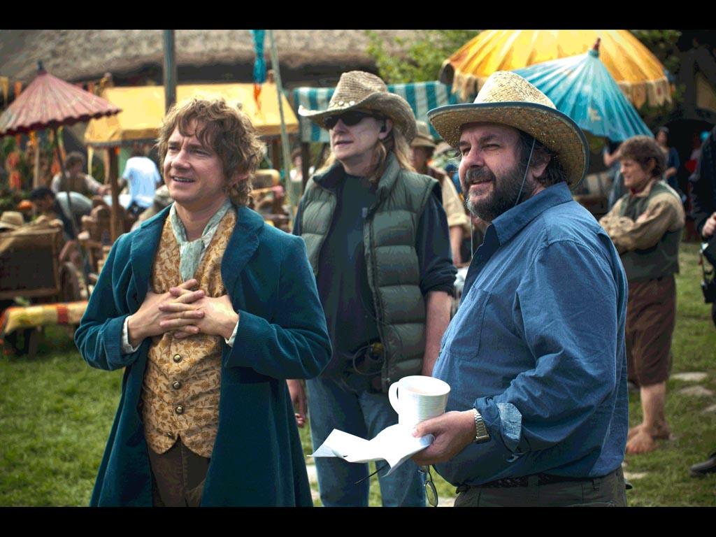 Martin Freeman nei panni di Bilbo Baggins con il regista Peter Jackson