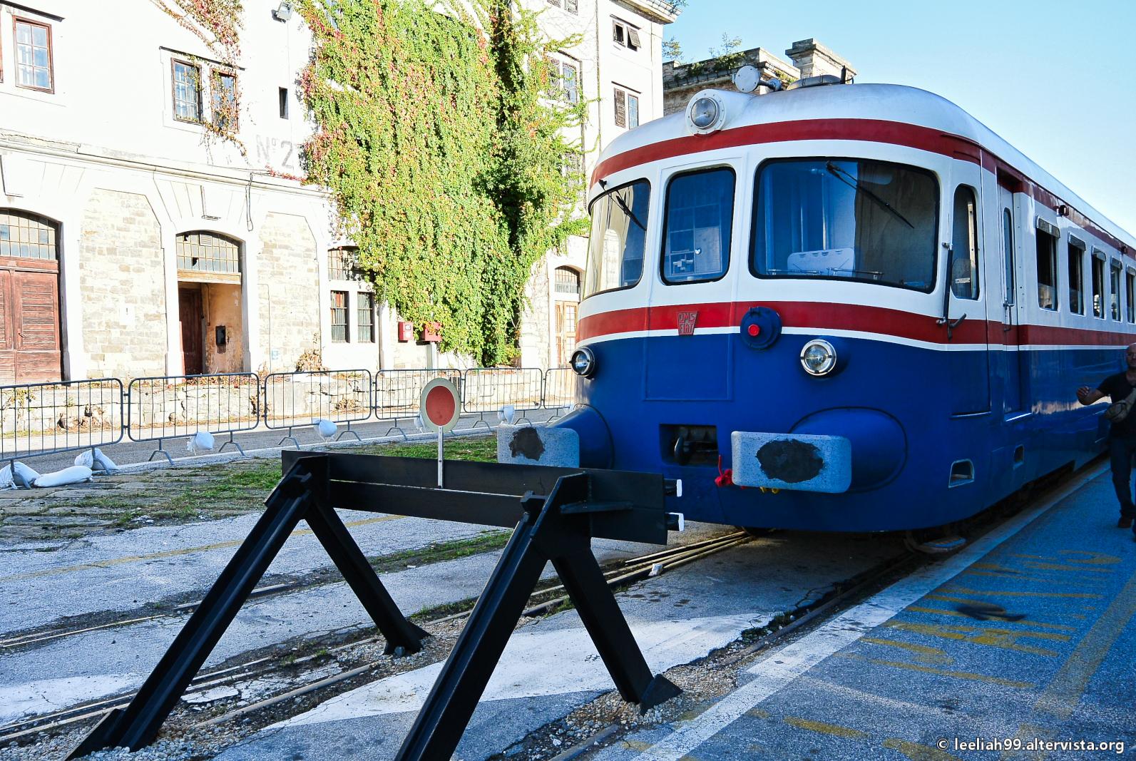 Treno storico AD 803 nel Porto Vecchio di Trieste © leeliah99.altervista.org