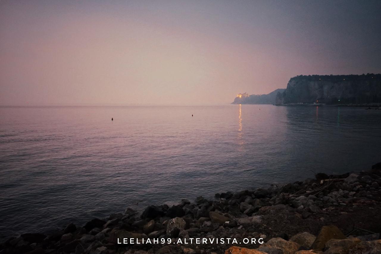 Il Castello di Duino dalla spiaggia di Sistiana © leeliah99.altervista.org