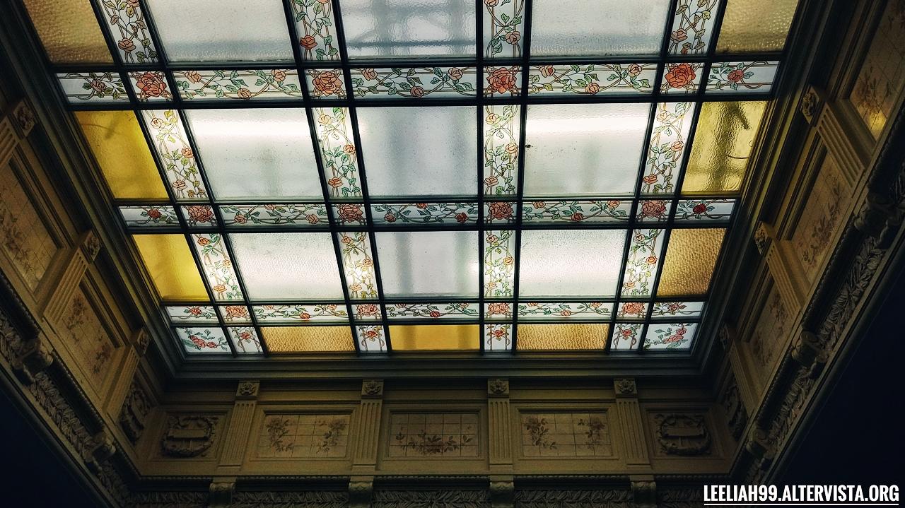 Soffitto nel portone di un palazzo d'epoca a Trieste © leeliah99.altervista.org