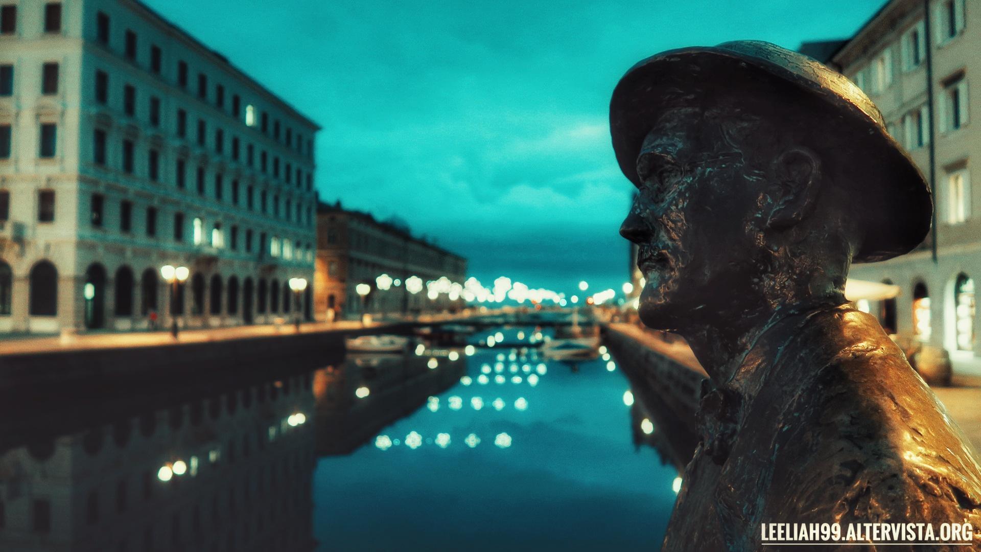 Statua di James Joyce a Ponterosso, Trieste - Natale 2019 © leeliah99.altervista.org