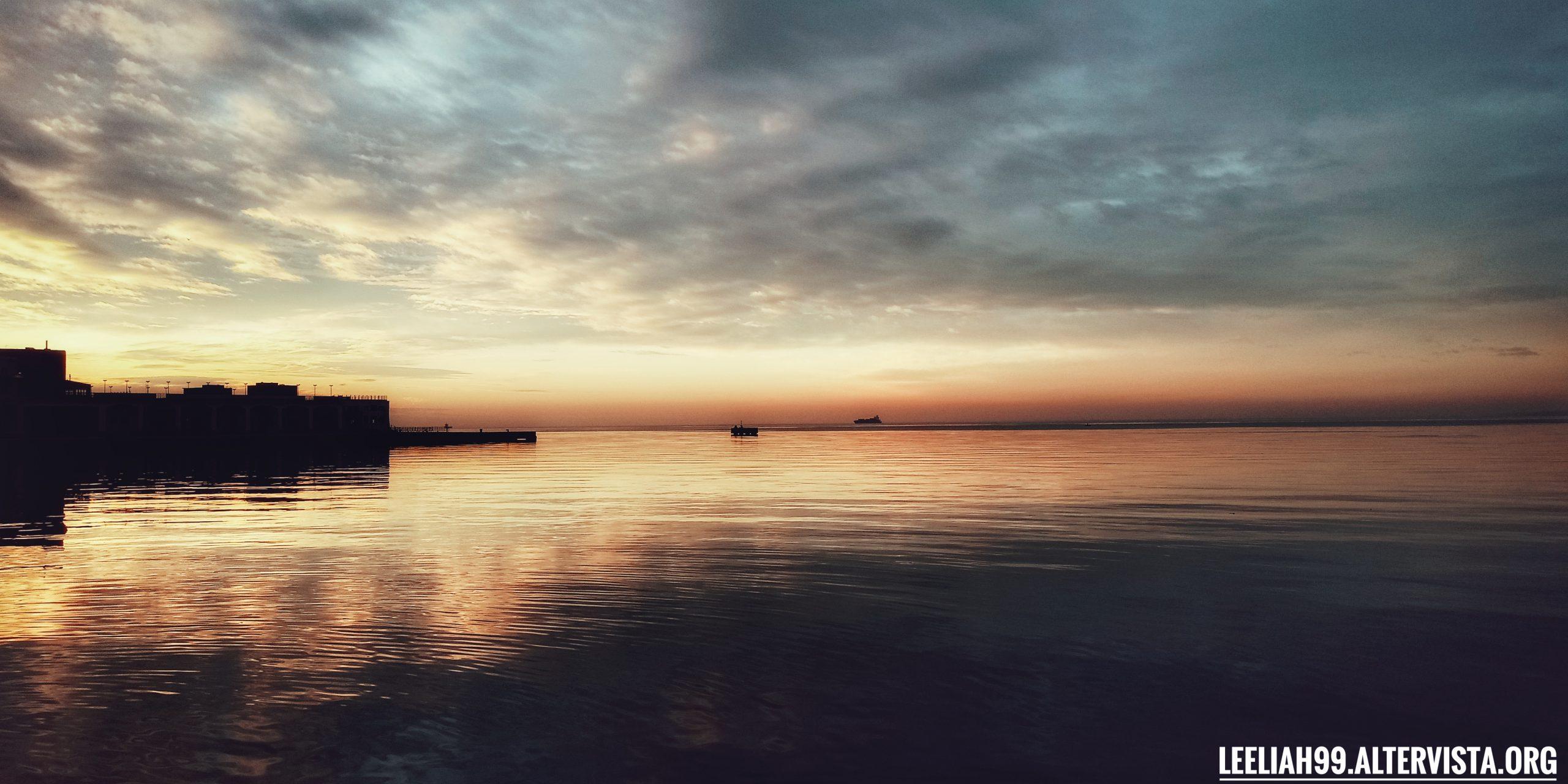 Penultimo tramonto del 2019 dal molo Audace © leeliah99.altervista.org