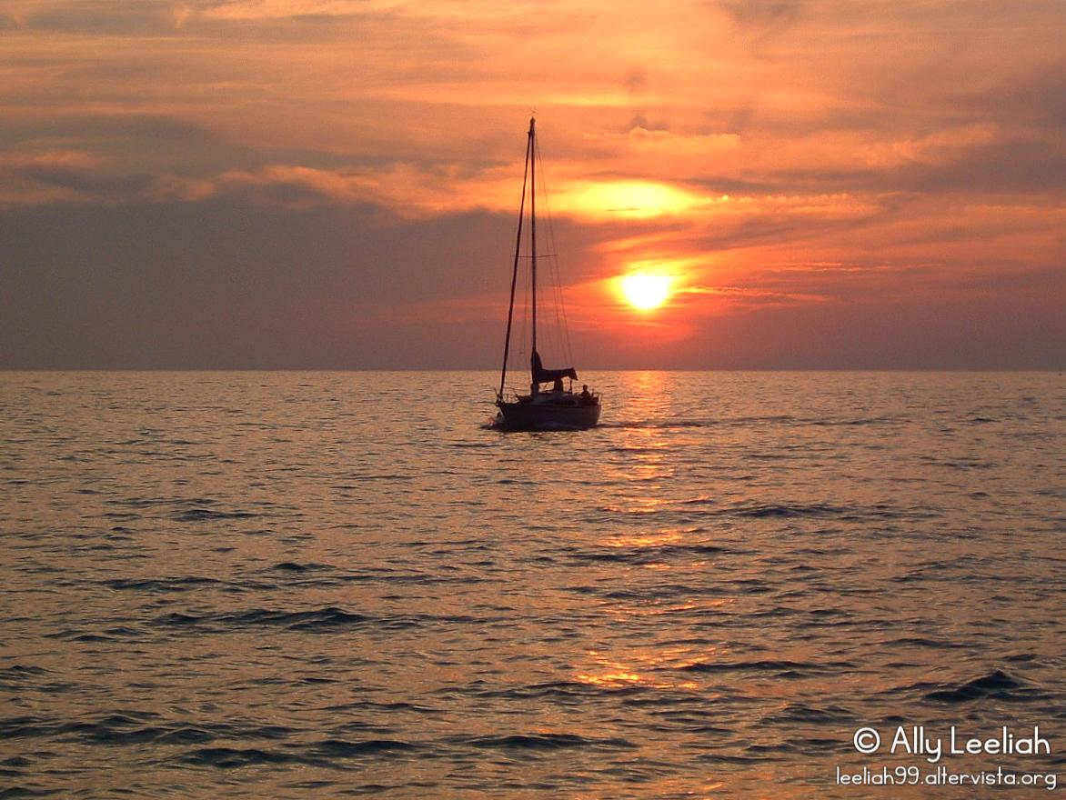 Barchetta al tramonto a Barcola © leeliah99.altervista.org