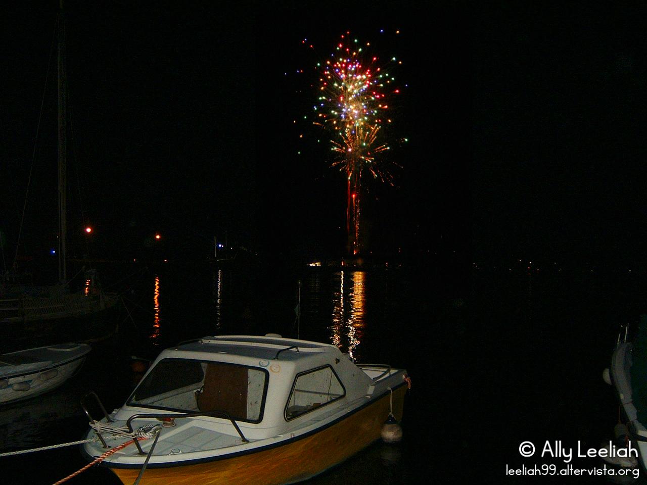 Fuochi d'artificio sul Molo Audace a Trieste © leeliah99.altervista.org