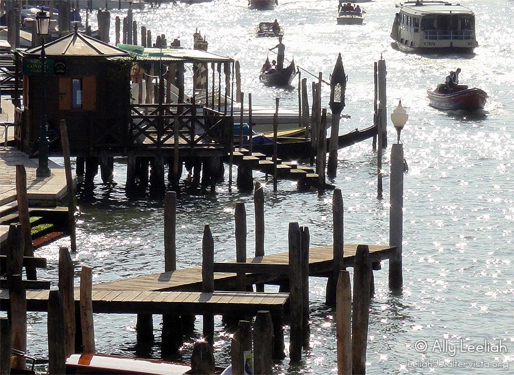 Venezia 2011: riflessi di luce sull'acqua © leeliah99.altervista.org